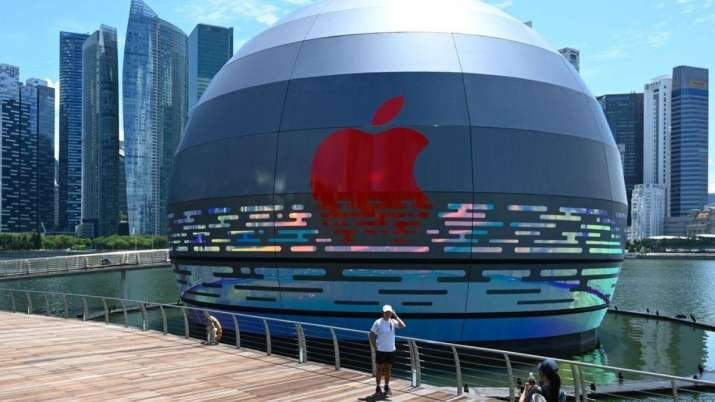 apple, apple store, apple stores, apple floating store in Singapore, iPhone, apple products, tech ne