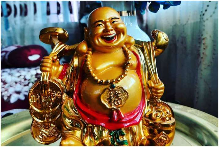 Vastu Tips: Keep this type of laughing Buddha at home for peace in family