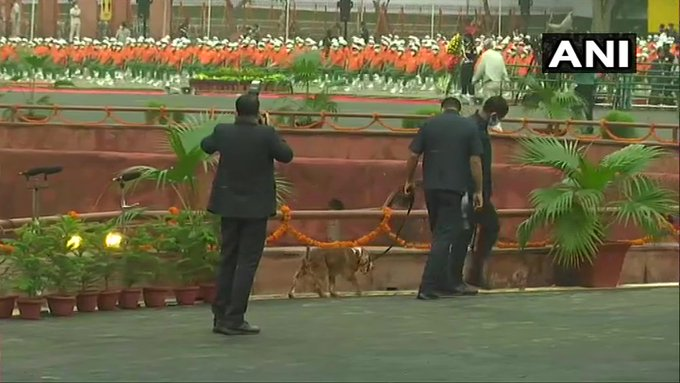 India Tv - Security checks being conducted at Red Fort ahead of PM Modi's arrival.