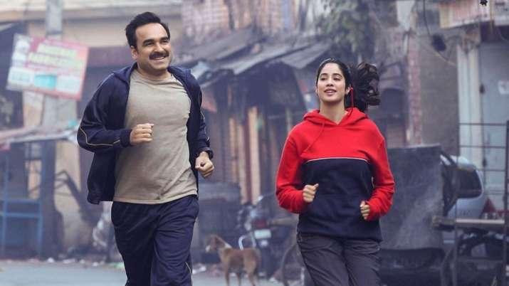 Gunjan Saxena Celeb And Twitter Reactions Hrithik Roshan Fans Praise Janhvi Kapoor S Performance As Iaf Pilot Bollywood News India Tv