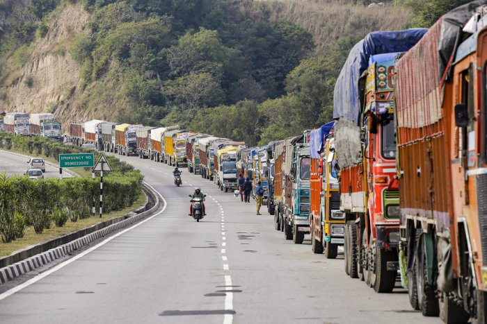 Landslides block J&K highway, 300 vehicles stranded (Representational image)