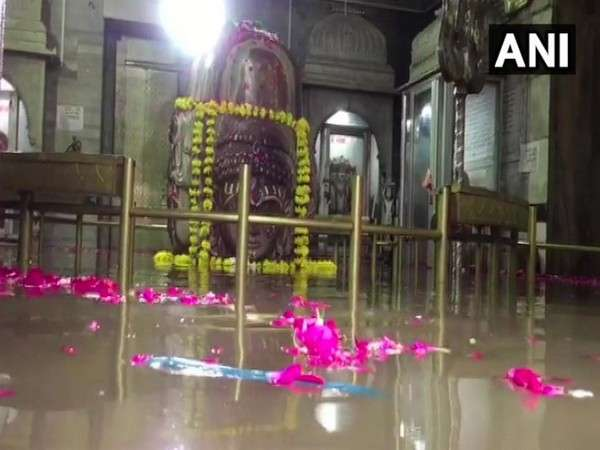 WATCH: Water from overflowing Shivna River enters Pashupatinath temple at Mandsaur