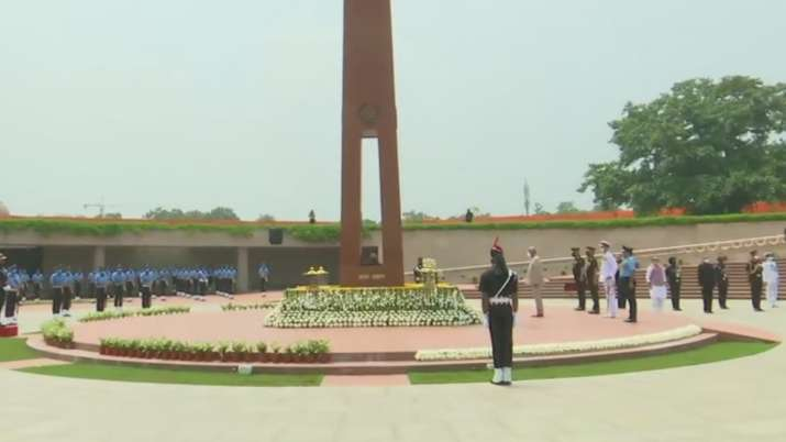 India Tv - President Ram Nath Kovind pays tribute at National War Memorial on Independence Day. Chief of Defenc
