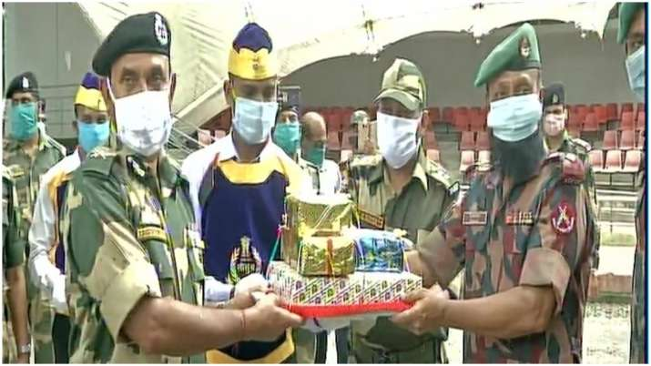 India Tv - BSF personnel exchange sweets with their Bangladeshi counterparts in a ceremony in Petrapol, on the