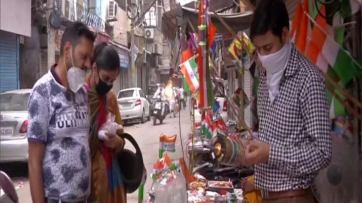 India Tv - Very low flag and kite sales are being recorded this year in Delhi on Independence Day, due to the o