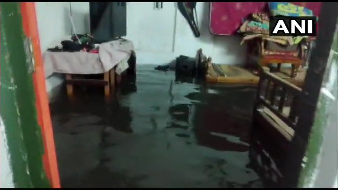 India Tv - Rainwater enters into the houses of people in Kochi