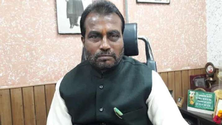 Shyam Rajak has joined the RJD. He was a cabinet minister in Nitish Kumar government.