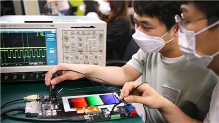 Smartphone manufacturing, Mobile phone manufacturing, Apple, Samsung, Foxconn