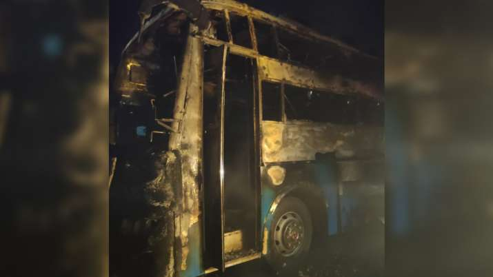 karnataka chitradurga bus catches fire, bus catches fire, bus fire, people charred to death, karnata