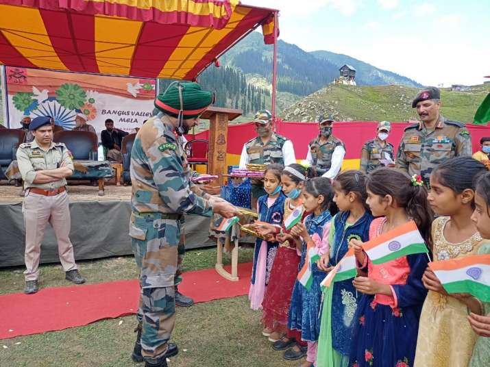 India Tv - Indian Army organises 'Bangas Awam Mela' in Kashmir Valley