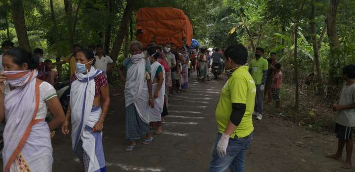 India Tv - Zomato Feed India joins hand with NSS to distribute food to 1000 families in Assam flood area
