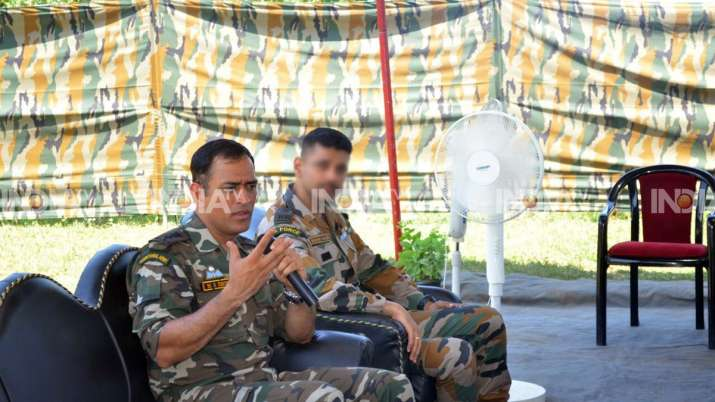 India Tv - Dhoni served the Indian Army's Parachute Regiment from July 31 to August 15 in the forward locations in Kashmir Valley