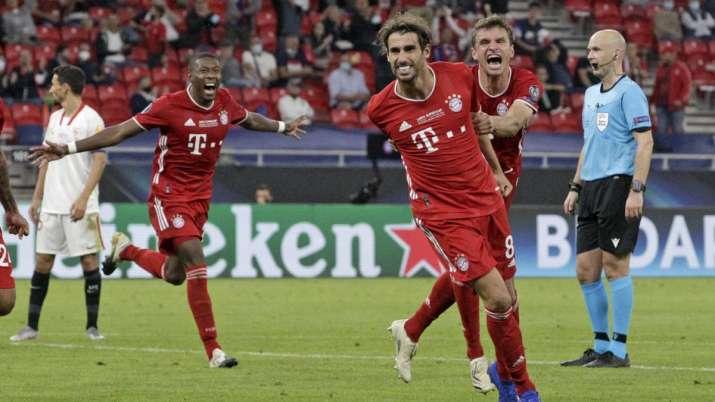 Bayern's Javi Martinez, center, celebrates with teammates