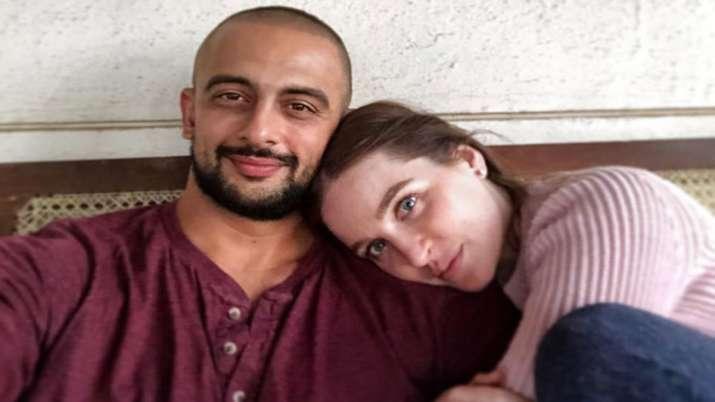 Actor Arunoday Singh's wife Lee Elton challenges divorce decree
