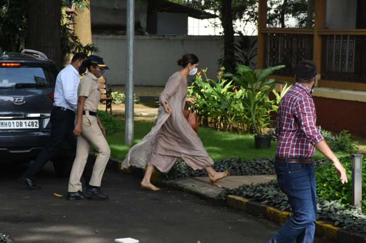 India Tv - Deepika walking towards the NCB guest house accompanied by her staff and a lady officer