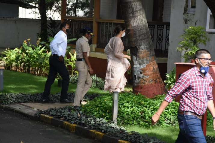 India Tv - She was seen entering the NCB guest house around 10:00 am.