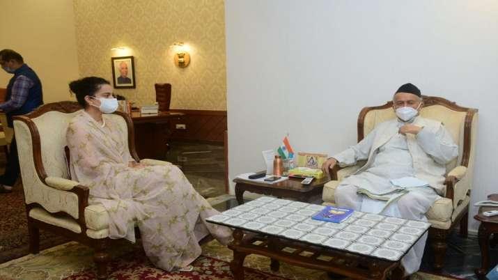 Kangana Ranaut meets Maharashtra Governor Koshyari at Raj Bhavan