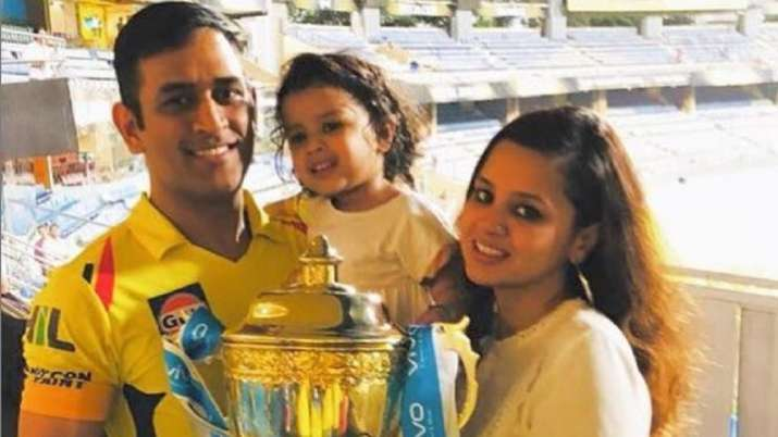 Sakshi with MS Dhoni and daughter Ziva