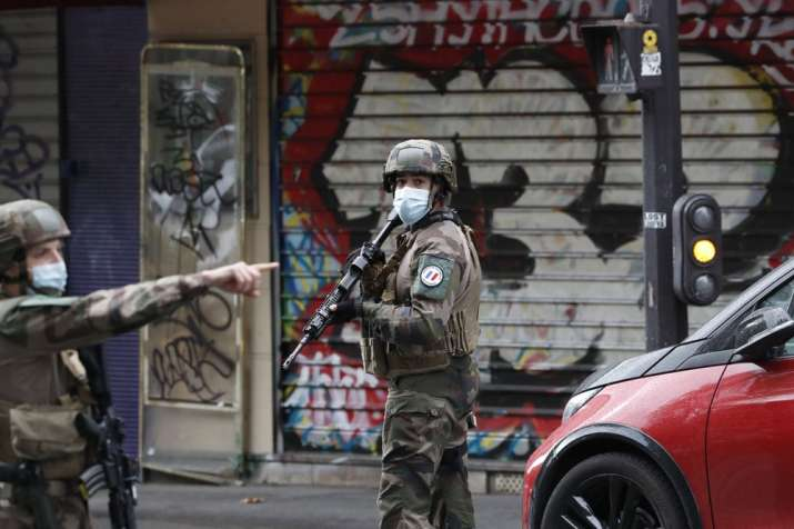 2 wounded in knife attack in Paris, suspect arrested