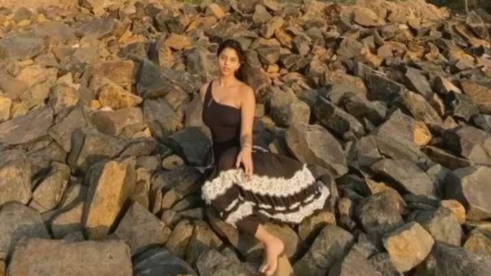Shah Rukh Khan's daughter Suhana turns into 'island girl'