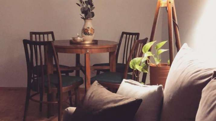 Vastu Tips: Placing wooden furniture in south-east direction ensures business growth