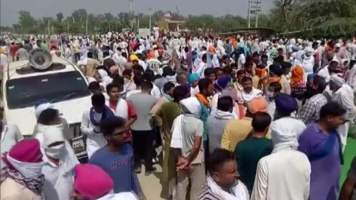Haryana: Farmers protesting news agriculture law block major road in Sirsa