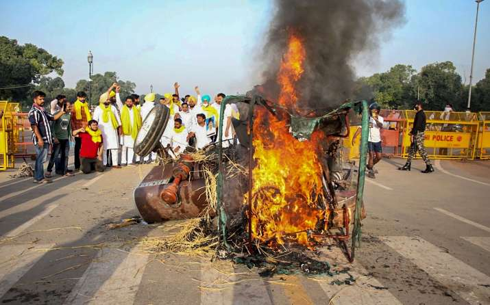 Youth Congress torches tractor at India Gate