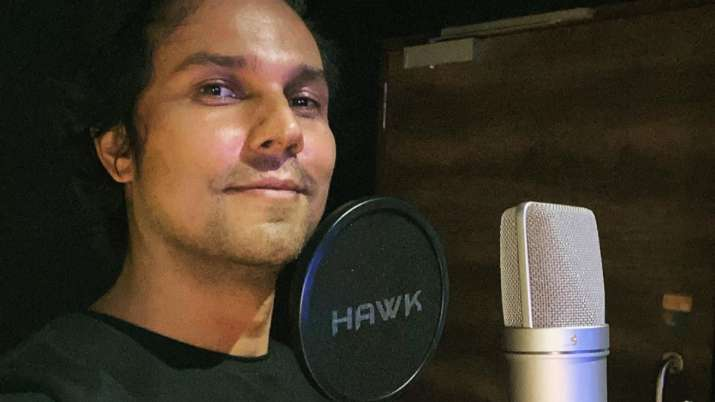 Randeep Hooda resumes work after knee surgery, begins dubbing for Salman Khan's 'Radhe'