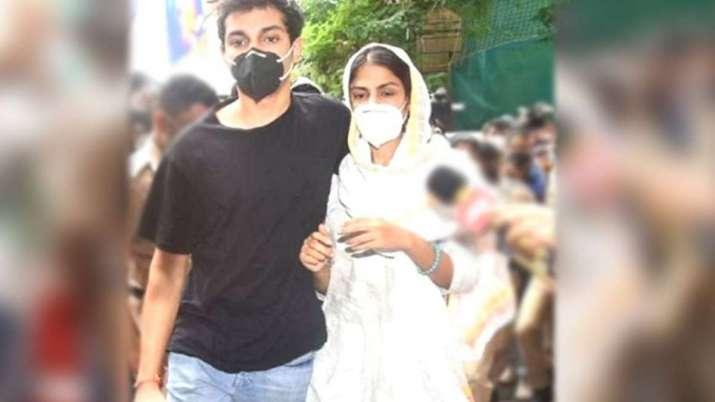 SSR Case: Bombay HC to hear Rhea Chakraborty, Showik bail pleas later today