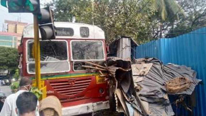 Mumbai: Narrow escape for passengers as BEST bus driver suffers heart attack while driving