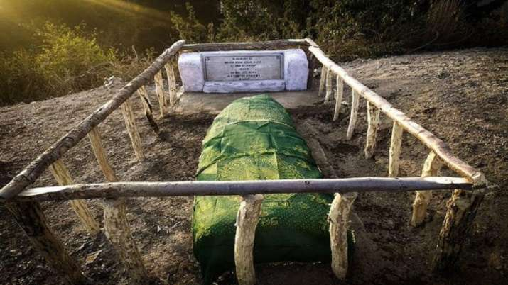J&K: Indian Army restores damaged grave of decorated Pak soldier
