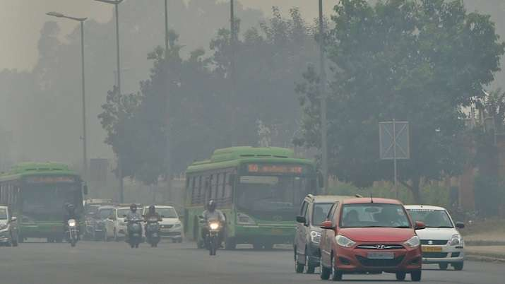 Delhi's air quality continues to be 'very poor', likely to improve marginally on Monday