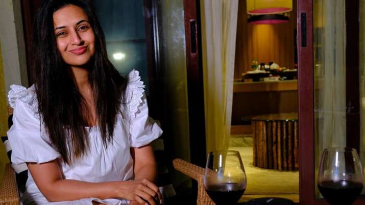 Divyanka Tripathi Dahiya teaches troll a lesson who asked her to live without makeup a day