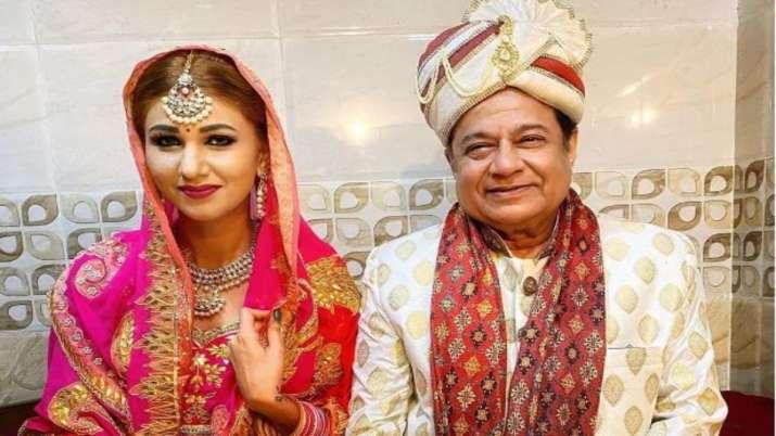 Bigg Boss 12's Anup Jalota's wedding photos with Jasleen Matharu go viral. Here's how he reacts
