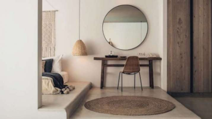 Vastu Tips: Placing mirror in this direction of your house or office brings great results