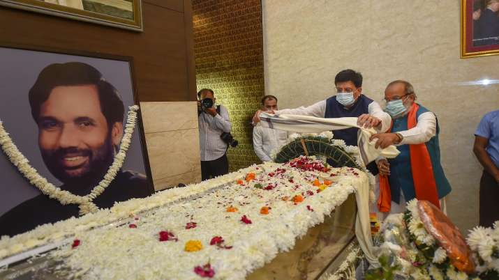 Political leaders paid tribute to the mortal remains of Union Minister and Lok Janshakti Party (LJP)