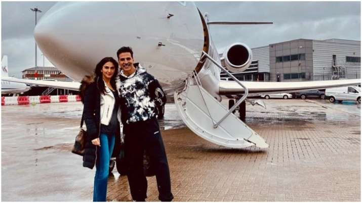Akshay Kumar heads home after wrapping Bell Bottom shoot in UK, shares pic