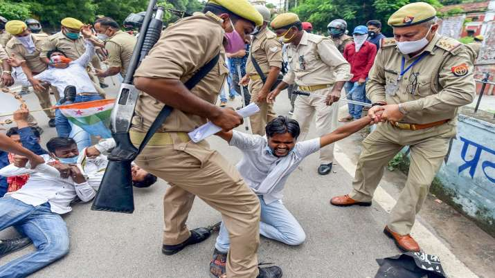 Valmiki community members clash with police in Agra