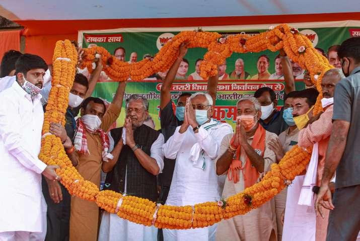 India Tv - Sushil Kumar Modi and Nitish Kumar at a poll rally in Bihar.