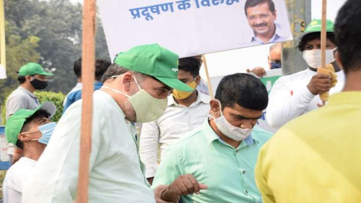 India Tv - Delhi Environment Minister during 'Red Light On Gaadi Off' campaign launch