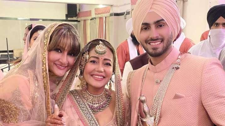 Urvashi Dholakia shares unseen photos from Neha Kakkar, Rohanpreet Singh's wedding. Seen yet?
