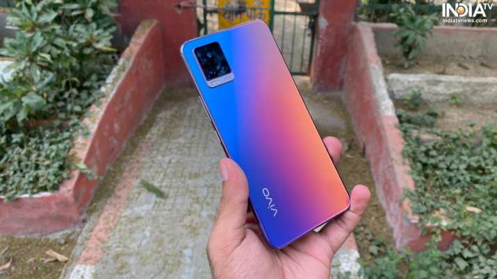 Vivo V20 features a shiny back with a matte finish.