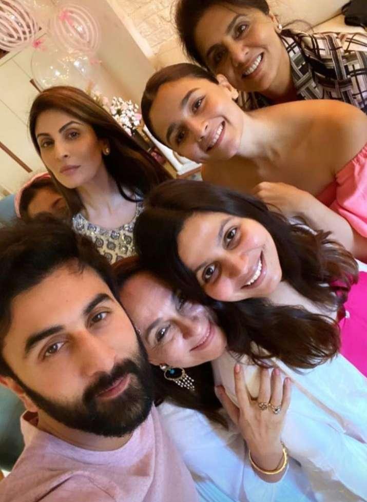 India Tv - Ranbir Kapoor, Neetu Kapoor, Riddhima Kapoor Sahni , Alia Bhatt, Shaheen Bhatt