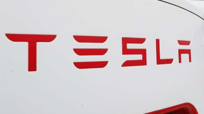 Tesla now lets car owners play farting sound instead of honking