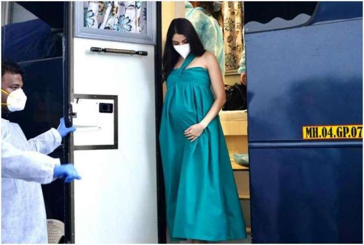 Heavily pregnant Anushka Sharma is back in Mumbai, starts shooting (Pics)