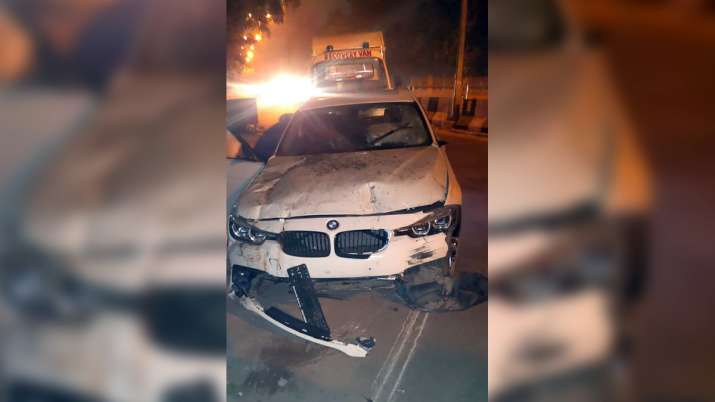 bmw car crash, bmw car accident, bmw accident, bmw car accident delhi sarita vihar, bmw car crushes
