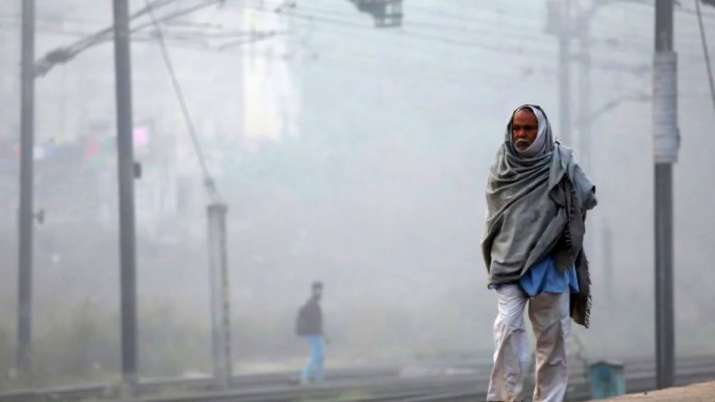 Mercury dips to 4.1 degree Celsius in Delhi, Unabated cold wave grips capital; AQI 'moderate'