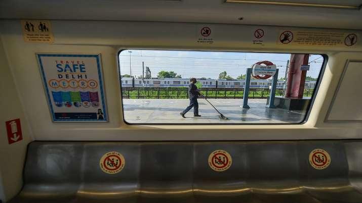 Jijaji TTE hain: Cheats loot Delhi metro passengers on pretext of giving confirmed railway tickets