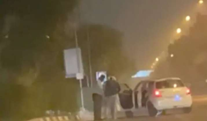 Delhi crime: Businessman robbed in front of his family at gunpoint at Sarai Kale Khan