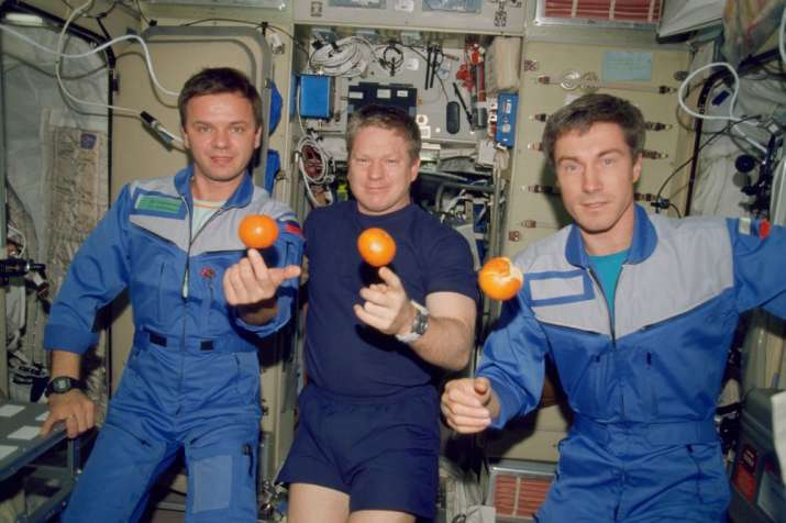 NASA's Expedition 1 crew members pose with fresh oranges onboard the Zvezda Service Module of the Ea